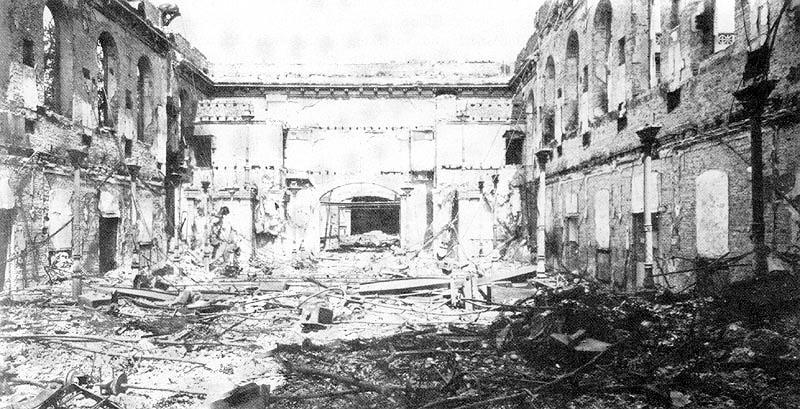 Kaisersaal der Tonhalle Düsseldorf nach Bombenangriff 1943