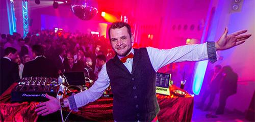 GROßE 1890. Schlüssel Erlebnis. Die Karneval Party in Düsseldorf mit DJ Titschy.